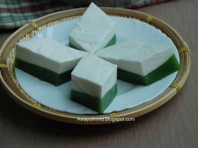 Kuih Talam (steamed coconut pudding)