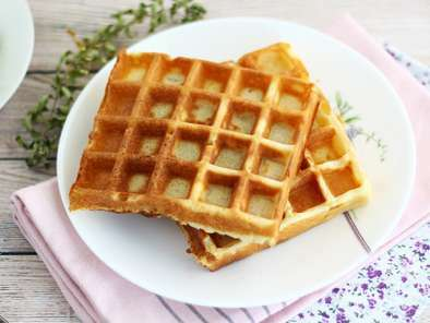 Light and crunchy waffles