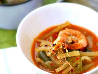 Lontong Sayur Pepaya Muda Udang - Green Pepaya and Shrimp in Spiced Coconut Milk