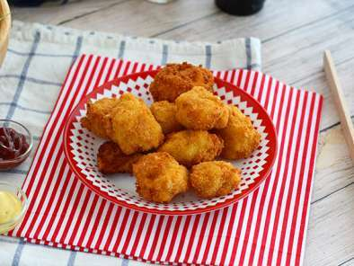 Macaroni fritters with bacon and cheese