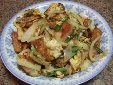 Fried Rice Cakes with Eggs (Banh Bot Chien)