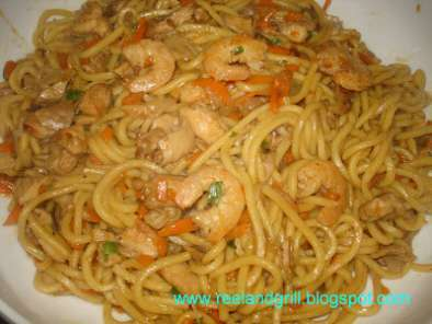 Easy Pancit Miki (Stir-Fried Egg Noodles in Soy Sauce), Photo 2
