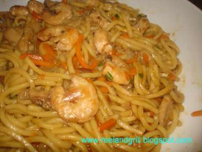 Easy Pancit Miki (Stir-Fried Egg Noodles in Soy Sauce), Photo 5