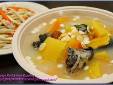 Papaya Soup with American Ginseng & Black Chicken