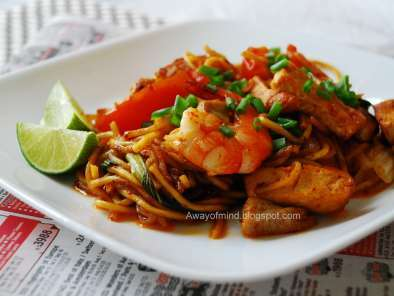 Mee Goreng (Mamak Fried Noodles)
