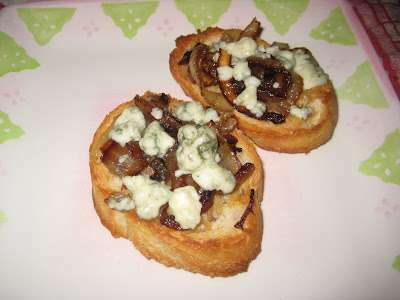 Roasted garlic, caramelized onions and gorgonzola crostini ...