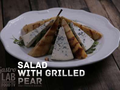 Salad With Grilled Pear, Blue Cheese And Walnuts