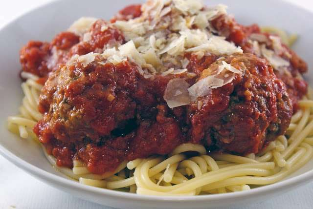 Inspired by the recent Weight Watchers discussion, I'd like to serve a vegetable side with classic spaghetti and meatballs to balance the meal. I have trouble imagining veggie sides that go well with a hearty pasta dish--ideas.