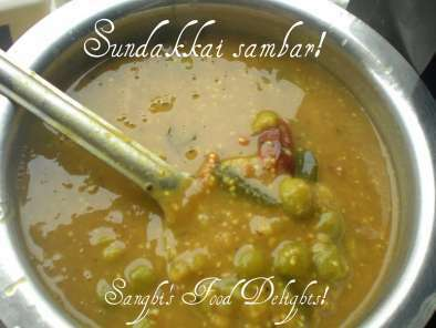 Sundakkai sambar and Onion dhal chutney!