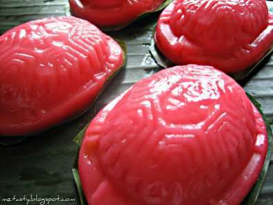 Turtle-shaped Glutinous Rice Cakes/Ang Ku Kuih