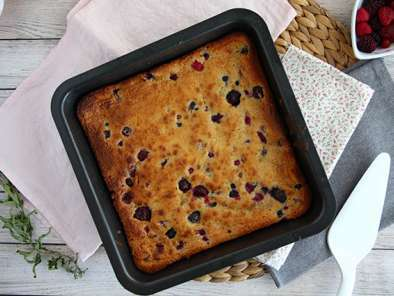 White chocolate brownie with red berries (Blondie)