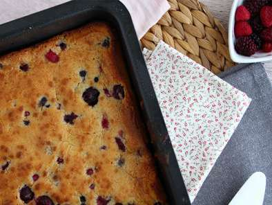 White chocolate brownie with red berries (Blondie), photo 4
