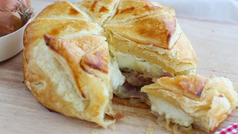 Flaky camembert with onions and ham - Video recipe!