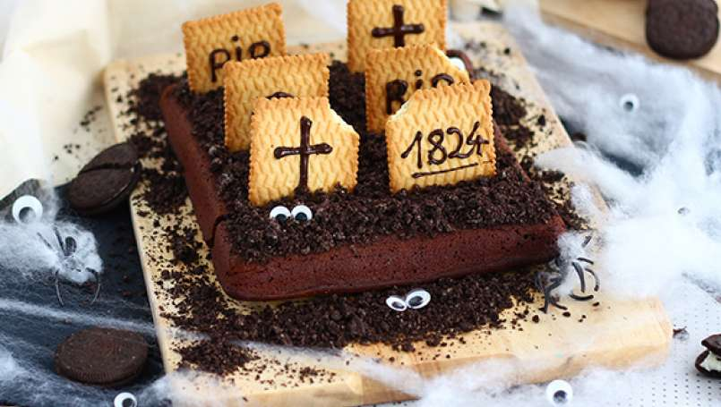 Graveyard brownies for Halloween